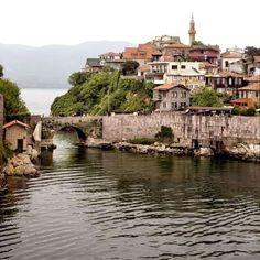 SAFRANBOLU  Dünyanın en büyük imparatorluklarından Osmanlı İmparatorluğu'na yakından bakış için  Anadolu'nun kuzeybatısındaki bu etkileyici, güzelce korunmuş, yarı ahşap evleri ve konakları keşfedin. Unesco dünya mirasını koruma listesinde.