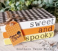 Halloween Books, Halloween Crafts, Halloween Decorations, Stack Of Books, Mini Books, Diy Wood Books, Old Book Crafts, Orange Book, Wood Tags