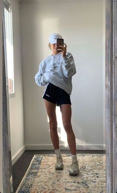 Trendy Outfits, Summer Outfits, Fashion Outfits, Blue Jeans Outfit Summer, Sport Outfits, Socks Outfit, Jeans Boyfriend, Tumblr Fashion, Aesthetic Fashion