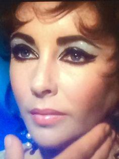 Elizabeth Taylor Eyes, Elizabeth Taylor Cleopatra, Queen Elizabeth, Golden Age Of Hollywood, Hollywood Stars, Classic Hollywood, Old Hollywood, Mary Astor, Old Portraits