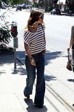 Rachel Bilson: stripe t-shirt and bootcut jeans...she's always so stylish! #stripes  Pantaloni a zampa d'elefante e maglietta a righe per Rachel Bilson, che non sbaglia mai un colpo!