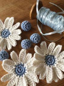 Crochet Flower Patterns Just Pootling: Summer Daisy Garland Flower Motif, Crochet Puff Flower, Crochet Daisy, Knitted Flowers, Crochet Flower Patterns, Crochet Motif, Easy Crochet, Crochet Summer, Crochet Leaves