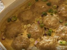 Plaaskombuis 3 - Ouma Leen se roomfrikkadelle South African Dishes, South African Recipes, Mince Recipes, Cooking Recipes, Meatball Recipes, Curry Recipes, Beignets, Bacon Wrapped Potatoes, Kos