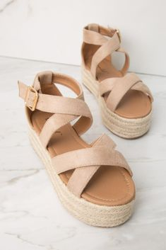 Platform Sandals - Suggestions To Successfully Owning Many Great Shoes Cute Sandals, Cute Shoes, Me Too Shoes, Wedge Shoes, Shoes Heels, Suede, Dream Shoes, Platform Pumps, Girls Shoes