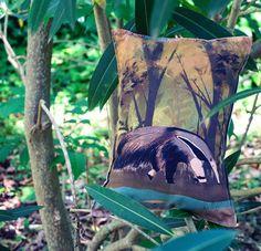 Clementina es una osa hormiguera y tiene su retrato en almohadón  Conseguilo en nuestra tienda on-line. Link en bio  _   #masamoranimal