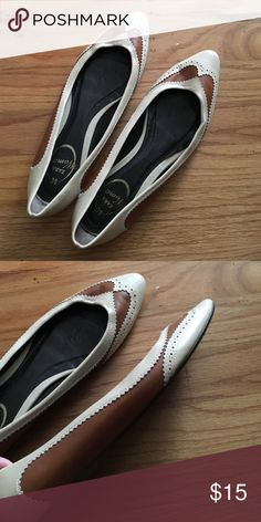 Zara Flats Pre-loved, but once on, they show no cosmetic damage. Brown and white. Zara Shoes Flats & Loafers
