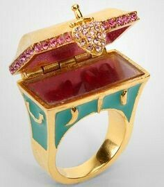 (Gorgeous Disney Couture Hidden Treasure Chest Ring is big enough to house some real treasure!) oOoOOoOooohh me likey Disney Couture Jewelry, Disney Jewelry, Cute Disney, Disney Style, Jewelery, Jewelry Box, Disney Outfits, Disney Fashion, Antique Rings