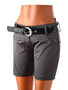 Sexy dámske šortky s elegantným opaskom z lesklého striebristého materiálu kovového vzhľadu. Vhodné na štíhle postavy. Kvalitná bavlnená látka s prímesou elastanu pre vyššiu pružnosť. http://www.yolo.sk/damske-kratke-nohavice/sortky-hopanni-shine