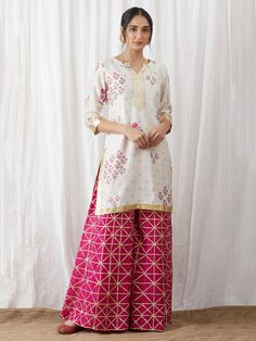 Indian outfits ideas for women are becoming a trend current 05 Dress Indian Style, Indian Dresses, Indian Wear, Indian Outfits, Stylish Dresses For Girls, Lovely Dresses, Trendy Suits, Pakistani Formal Dresses, Indian Fashion Trends