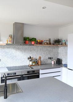 Kitchen Backsplash, New Kitchen, Home Kitchens, Kitchen Design, New Homes, Home And Garden, Interior Design, Table, Furniture