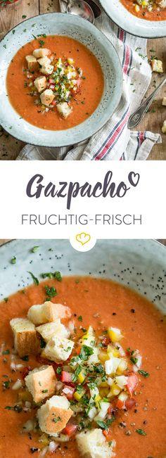 Der Sommer meint es mal wieder etwas zu gut? Diese kalte und leichte Gazpacho mit einer knackigen Guarnición ist eine kühlende Wohltat.