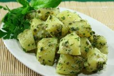 L'insalata di patate al verde è un contorno dal sapore fresco e appetitoso, ideale per accompagnare  pietanze a base di carne o pesce, ma anche abbinabile a un bel piatto di formaggi  o salumi. ჱ ܓ ჱ ᴀ ρᴇᴀcᴇғυʟ ρᴀʀᴀᴅısᴇ ჱ ܓ ჱ ✿⊱╮ ♡ ❊ ** Buona giornata ** ❊ ~ ❤✿❤ ♫ ♥ X ღɱɧღ ❤ ~ Wed 4th Feb 2015