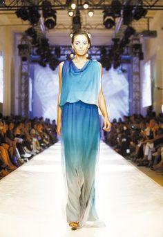 Modelo desfila vestido da grife turca Gizia durante o Istambul Fashion Days, evento de moda realizado na Turquia