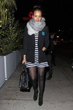 Jessica Alba Day Dress Jessica shows her stripes in a nautical day dress under a blazer and warm scarf. Jessica Alba Dress, Jessica Alba Style, Pantyhose Outfits, Friend Outfits, Fashion Lookbook, Her Style, Striped Dress, Day Dresses, Retro Fashion