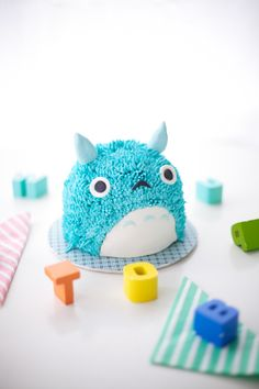 blue totoro cake tutorial - almost too cute to eat!
