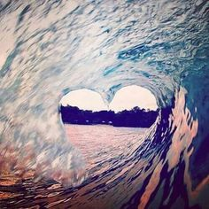 Nice heart-wave, surf on love anyone? No Wave, Heart In Nature, All Nature, Pretty Pictures, Cool Photos, Creative Photos, Heart Wave, Ocean Heart, Beach Heart