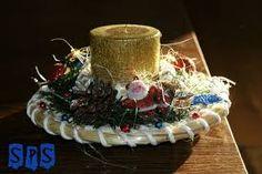 Znalezione obrazy dla zapytania stroik świąteczny szyszki