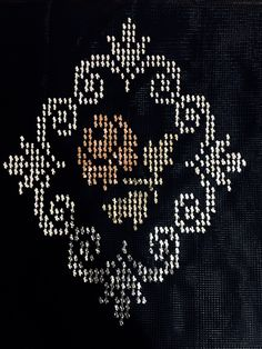 Cross Stitch Embroidery, Hand Embroidery, Palestinian Embroidery, Tapestry Crochet, Cross Stitch Flowers, Knitting Designs, Cross Stitch Designs, Plastic Canvas, Needlepoint