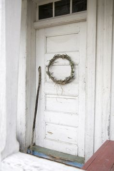 Love the door and the wreath!
