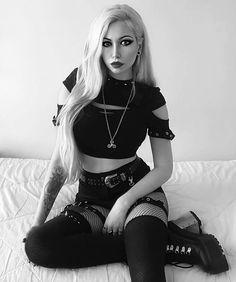 Chica Dark, Fashion Models, Girl Fashion, Goth Model, Alternative Girls, Gothic Girls, Gothic Fashion, Girl Outfits, Beautiful Women