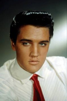 """Elvis Aaron Presley was an American singer and actor. He is often referred to as the """"King of Rock and Roll"""", or simply """"the King"""". January 1935 Tupelo, Mississippi, U. Lisa Marie Presley, Priscilla Presley, King Elvis Presley, Justin Bieber, Rock And Roll, Elvis Presley Pictures, Rock Poster, Burning Love, Graceland"""