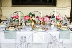 Tablescape with lovely pink flowers. Golden animals.