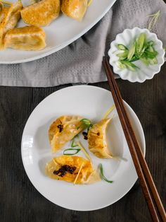 Vegetarian Dumplings with Ginger and Cabbage | These pan fried Chinese vegetarian dumplings with ginger and cabbage are paired with an easy dipping sauce recipe. The perfect way to celebrate Chinese New Year. | SeasonedVegetable.com #vegetarianrecipes #potstickers #dumpling