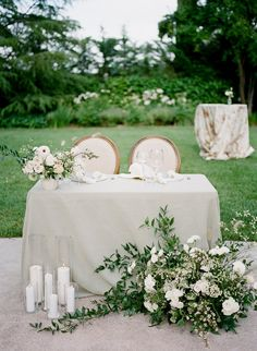 Tan wedding - These Ultra Romantic Vow Renewal Ideas Will Steal Your Heart – Tan wedding Tan Wedding, Floral Wedding, Wedding Flowers, Dream Wedding, Wedding Linens, Spring Wedding, Garden Wedding, Head Table Wedding, Bridal Table