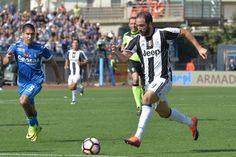 "Juventus' forward from Argentina Gonzalo Higuain controls the ball during the Italian Serie A football match Empoli vs Juventus, on October 2, 2016 at Empoli's ""Carlo Castellani"" comunal stadium. / AFP / ANDREAS SOLARO"