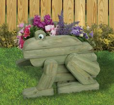 Rattle snake planter made from landscape timbers Planter Woodworking Plans - Landscape Timber Frog Planter Plans Outdoor Crafts, Outdoor Projects, Garden Projects, Wood Projects, Outdoor Decor, Wood Planters, Planter Boxes, Garden Planters, Landscape Timber Crafts