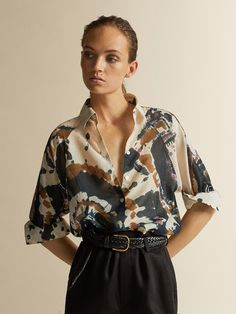Elegant women's shirts & blouses this Spring/Summer 2020 at Massimo Dutti. Find modern plain or printed shirts and blouses in linen, poplin, cotton or leather. Tie Dye Outfits, Casual Outfits, Fashion Outfits, Blouse Vintage, Vintage Shirts, Batik Mode, Vintage Outfits, Tie Dye Fashion, Looks Style