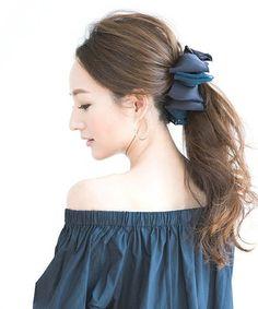 ゆるかわいいヘアアレンジのポイントは、しっかり結んだあとにゆるっとふわっと髪をさせること。