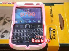 Otterbox Commuter Full Block Blackberry Onyx 3 / Bellagio 9790 Silicone Warna MERAH HATI (PINK) - Hard Case Warna PUTIH (WHITE) | HARGA : Rp 37.000,- | KODE BARANG : 1092 | +62-896-1718-8610 | Toko Online Rame - @rameweb