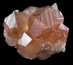Grossular Garnet from Jeffrey Mine, Asbestos, Québec, Canada / Mineral Friends Minerals And Gemstones, Rocks And Minerals, Stones And Crystals, Gem Stones, Healing Crystals, Granada, Minions, Cool Rocks, Mineral Stone
