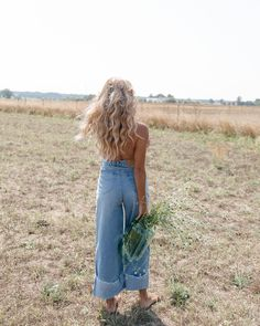 barefoot with the wind in my hair will always be my favorite - Deringa Easy Style, Streetwear, Wind In My Hair, Into The Fire, Mode Outfits, Look Chic, Insta Photo, Mode Style, Matilda