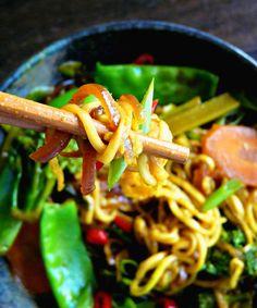 Malaysian Satay Noodles (Vegan + gluten, grain & sugar-free) – a spicy bowl of yum