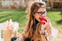 #Lunchtime #Mittagspause #Genießen #An #Apple #The #Day #Keeps #The #Doctor #Away #Beautyprice - Deutschlands großer Kosmetik Preisvergleich  Wir wünschen Euch einen traumhafte Mittagspause. Ob Ihr Sonne oder auch nicht habt - nutzt die Zeit zur Entspannung, gönnt Euch was gutes und tut was für Eure Innere Schönheit.  🛒! 💅🏻👱🏼♀️👩🏻👩🏽💅🏻  https://www.beautyprice.de/wellness  #Lunchtime #beautyprice #preisvergleich