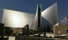 Kenzo Tange has built many impressive buildings in Tokyo, but St Mary's Cathedral is arguably his finest work. Built in A place to visit in Japan. Tokyo Architecture, Japanese Architecture, Tokyo Holidays, Kenzo Tange, Japanese Buildings, Visit Tokyo, Tokyo Travel, Tokyo Trip, Japanese Design