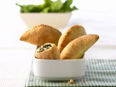 Schafskäse-Spinat-Taschen - smarter - Kalorien: 128 Kcal - Zeit: 45 Min. | eatsmarter.de