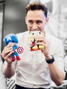 Tom Hiddleston being adorably geeky