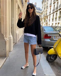 A New York and a French Girl Go Online Shopping—Here Are the 16 Items They Buy French Girl Style, French Girls, My Style, Style Blog, Friends Fashion, Girl Fashion, Fashion Tips, 2000s Fashion, Ladies Fashion