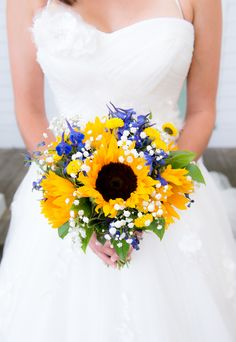 Sunflower Bouquet{Royal Blue & Sunflower Yellow} Summer Wedding|Photographer:  Michele Conde Photography