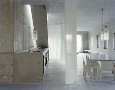 The Brutalist Charm of Architect Arno Brandlhuber's Antivilla - PLAIN Magazine Arno, Villa, Interior Architecture, Interior And Exterior, Minimal Architecture, Casa Patio, Style Minimaliste, Mini Clubman, Piece A Vivre