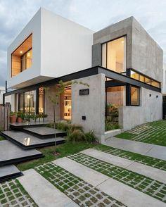 Ciento cinco House designed by JAM Studio Arquitectos & Ivanna Cresta. Modern Architecture House, Residential Architecture, Modern House Design, Amazing Architecture, Architecture Design, Japan Modern House, Amazing Buildings, Facade Design, Exterior Design