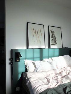 Notre tête de lit multifonctions pour 50 euros* – Misc Webzine Ideas Habitaciones, Complete Bathrooms, Dream Bedroom, Picture Frames, Bed Pillows, Pillow Cases, Sweet Home, Niches, House