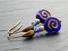 Ohrringe - Schneckenhaus in Gold und Blau von Perlenfontäne auf DaWanda.com
