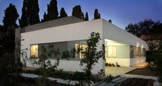 Simple Clean Lines for Hendel Residence by SaaB architects