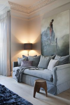 Great Wall Color (F and B Skimming stone), the molding and the drapes Shabby Chic Furniture, Home Furniture, Interior Paint Colors, Interior Design, Skimming Stone, Farrow And Ball Paint, Farrow Ball, Distressed Walls, White Rooms