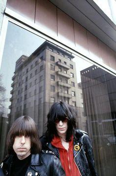 Johnny and Joey Ramone Ramones Joey Ramone, Ramones, Beatles, Photo Rock, Ska Punk, Upcoming Concerts, Gabba Gabba, Indie Pop, Artists