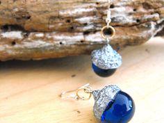 Acorn earrings, woodland jewellery, nature inspired, autumn jewelry, glittering earrings, organic earrings, dangle earrings, sparkly earring de FamDdaear en Etsy